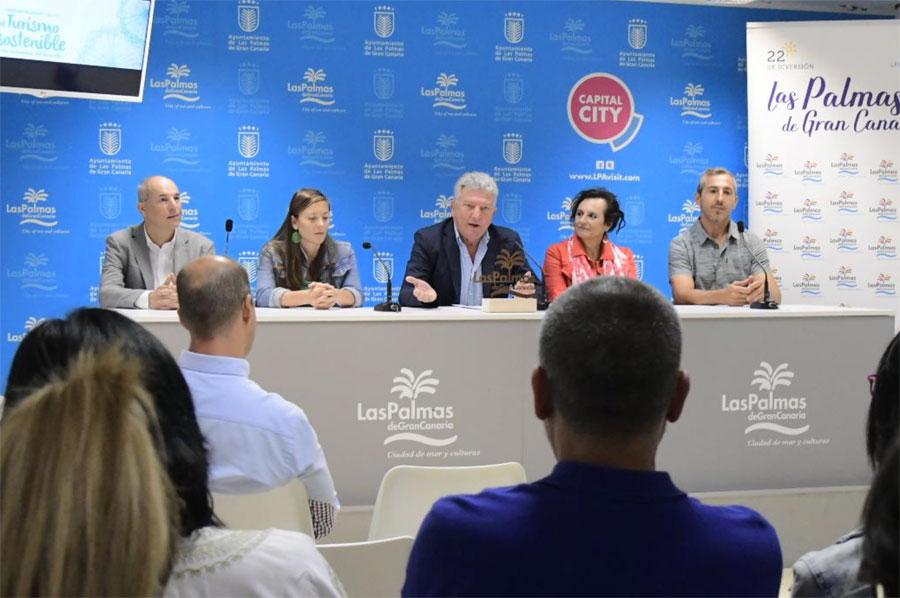 Imagen de la rueda de prensa de presentación de los nominados, que contó con la presencia del investigador del TIDES Heriberto Suárez (1º por la izda.)