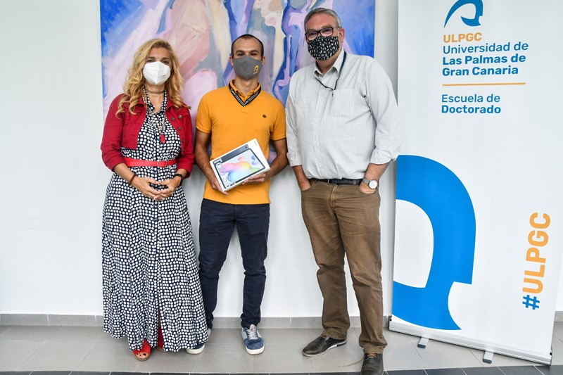 La Directora de la EDULPGC, el ganador del concurso HiloTesis y el director de su Tesis