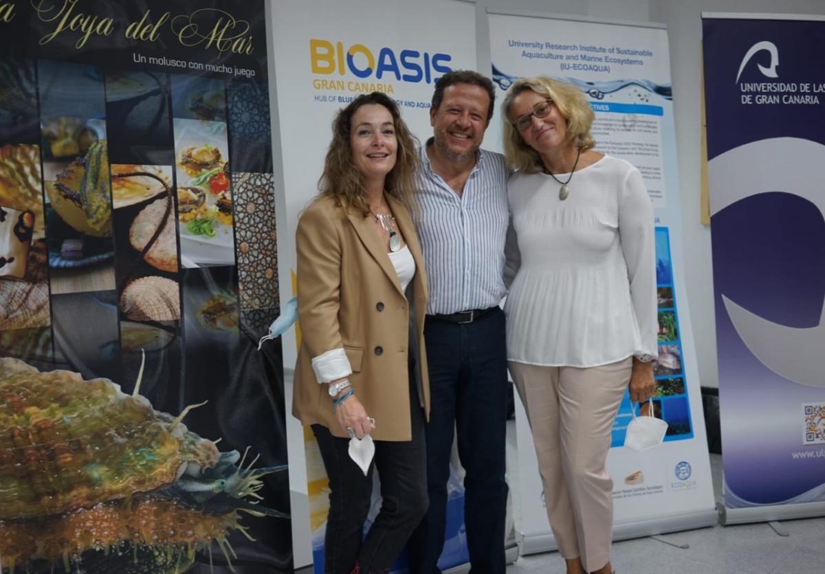 Los investigadores Gercende Courtois de Viçose , Rafael Ginés y María del Pino Toledo