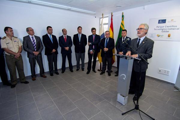 Imagen de la inauguración, durante la intervención del Rector José Regidor