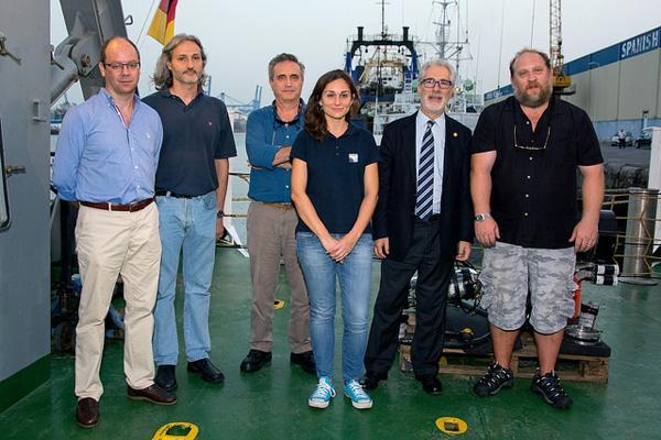 El Rector de la ULPGC (2º por la dcha.) junto con los investigadores de la ULPGC y la Directora científica del Proyecto