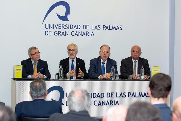 El acto de presentación estuvo presidido por el Rector José Regidor (2º por la izquierda)