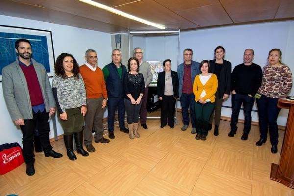 Foto de familia de los participantes en el encuentro