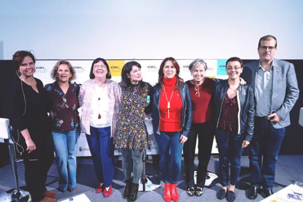 Foto de familia de las participantes con el Vicerrector de Investigación y la Vicerrectora de Cultura y Sociedad