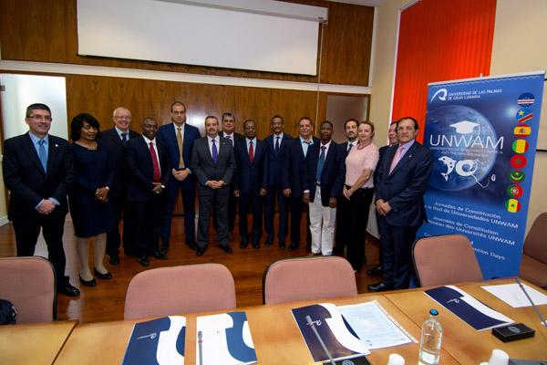 Foto de grupo de los asistentes a la reunión