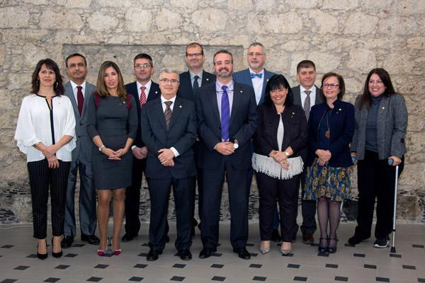 Foto de familia del nuevo Rector con los Vicerrectores y la Secretaria General