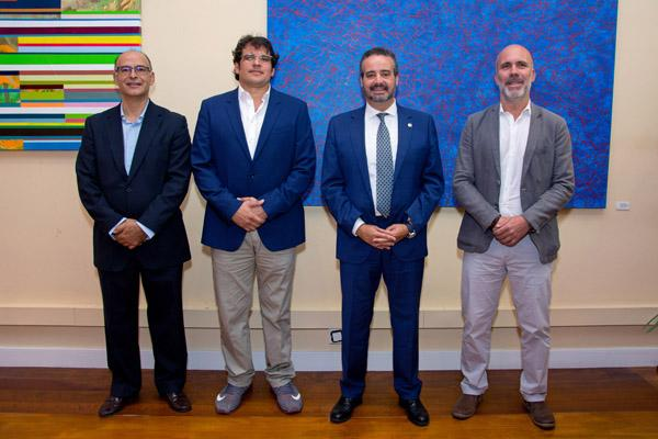 Los firmantes junto con el investigador principal, Juan Manuel Afonso (1º por la izda.)
