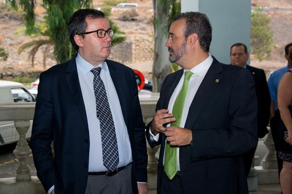 El Secretario General de Universidades (i) y el Rector Rafael Robaina (d)