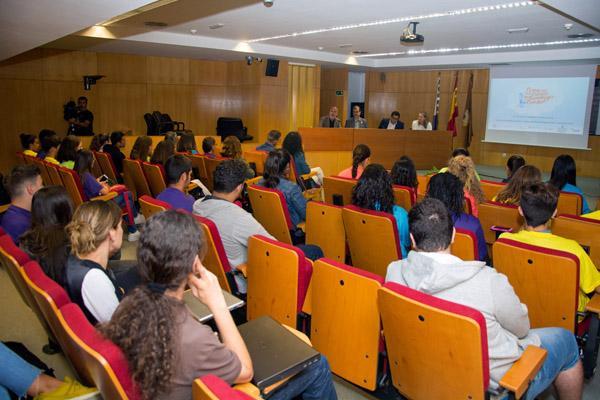 Imagen de la inauguración en la ULPGC, que estuvo presidida por el Vicerrector José Pablo Suárez (2º por la izda.)