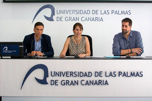 Otra imagen de la presentación. De izda. a dcha.: Eduardo Manrique de Lara, María del Pino Quintana y Javier Fernández