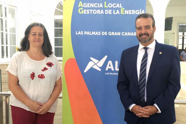 La Concejala María Pilar Álvarez y el Rector Robaina, durante la jornada de divulgación celebrada en la ULPGC