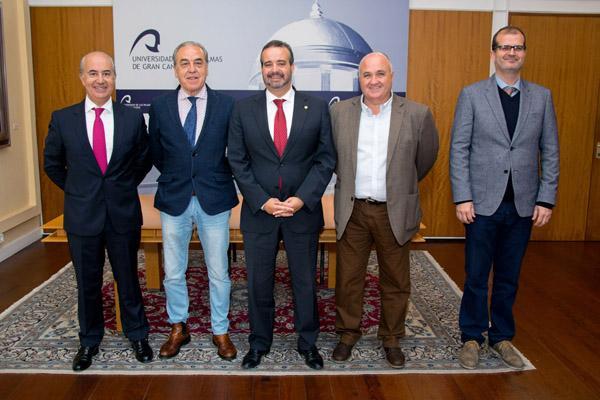 De izda. a dcha.: Quintín Melo Robaina, el Dr. Maynar, el Rector Robaina, Lesmes Gutiérrez y el Vicerrector José Pablo Suárez