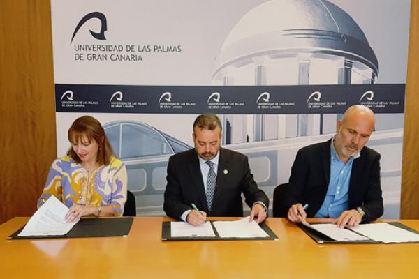 De izda. a dcha.: Inés Jiménez, el Rector Robaina y Antonio Marcelino Santana