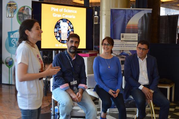 Imagen de la primera jornada del festival, que contó con la participación de la Vicerrectora de Cultura y Sociedad de la ULPGC (2ª por la dcha.)