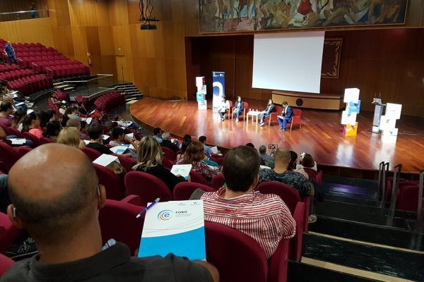 Otra imagen del evento en el Paraninfo universitario