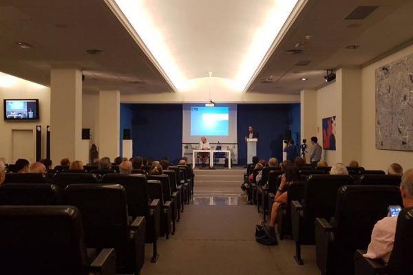 El Rector Rafael Robaina durante la conferencia que impartió en el Club La Provincia