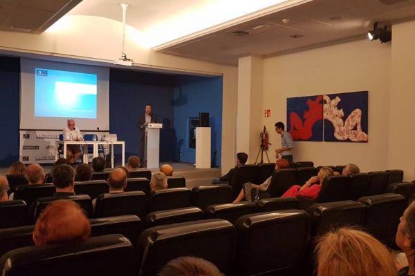 Otra imagen de la conferencia-coloquio Universidad y Sociedad, en el Club La Provincia