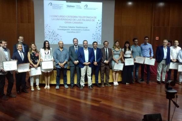 Foto de familia con los ganadores del I Concurso de la Cátedra Telefónica