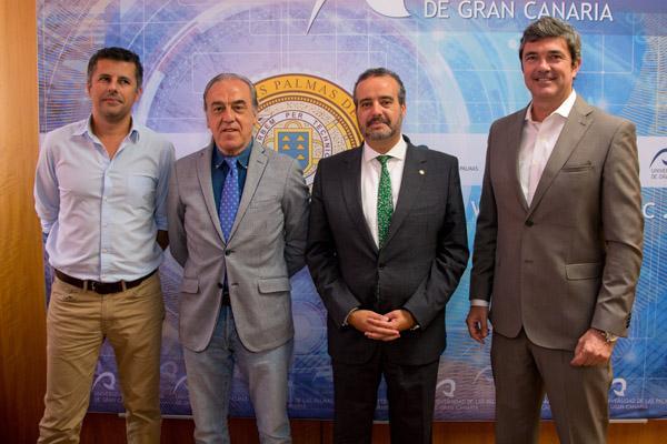 De izda. a dcha.: Frank Gornés, Manuel Maynar, el Rector Rafael Robaina y Alberto Rodríguez
