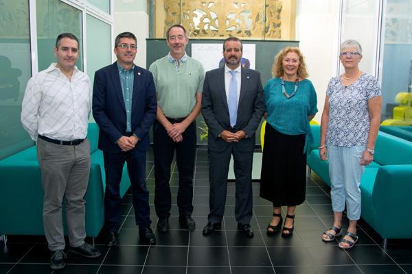 Foto de familia con el Rector Rafael Robaina, el Vicerrector Richard Clouet y los directores del Vicerrectorado de Internacionalización y Cooperación de la ULPGC