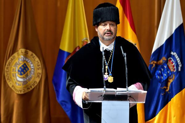 El Rector Robaina durante su discurso