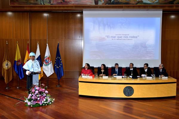 Imagen del acto durante la lección magistral de Manuel Lobo