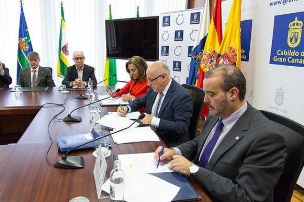 La ULPGC recibe un millón de euros de Cabildo de Gran Canaria para equipamiento en investigación
