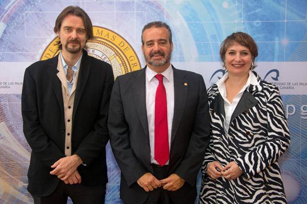 El Rector Robaina (centro) junto con los actores Scott Cleverdon y Assumpta Serna