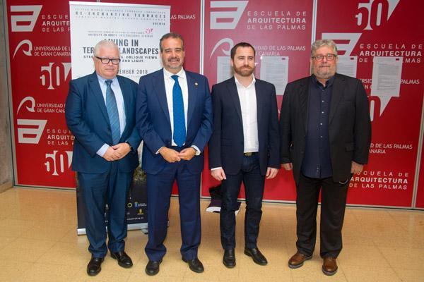 De izda. a dcha.: Enrique Solana, el Rector Robaina, el Consejero Isaac Castellano y Juan M. Palerm