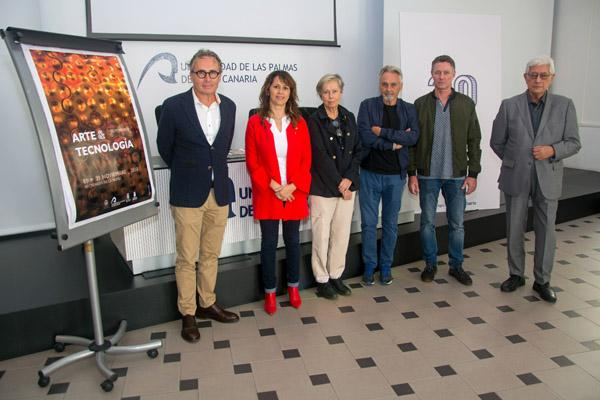 De izda. a dcha.: José A. Sosa, la Vicerrectora Pino Quintana, Flora Pescador, Ángel Luis Aldai, Manuel González y Guillermo García Alcalde