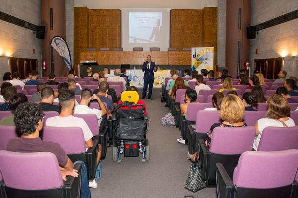 Imagen de la charla del Alcalde de Las Palmas de Gran Canaria en las I Jornadas Sociedad y Universidad