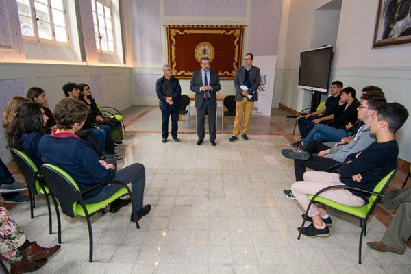 Otra imagen de la recepción del alumnado canario participante en las Olimpiadas