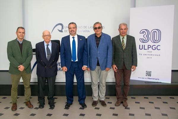 Foto de familia de los organizadores con el Rector Robaina, en el acto de presentación del congreso internacional