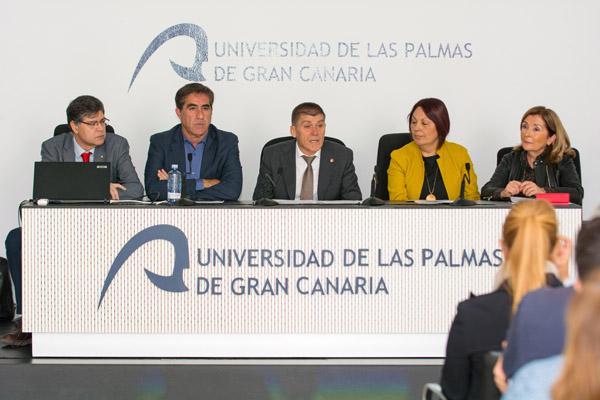 De izda. a dcha.: Juan Carlos Martín, Francis Candil, el Vicerrector José Miguel Doña, Carmen Luz Vargas y Lourdes Armas Peñate