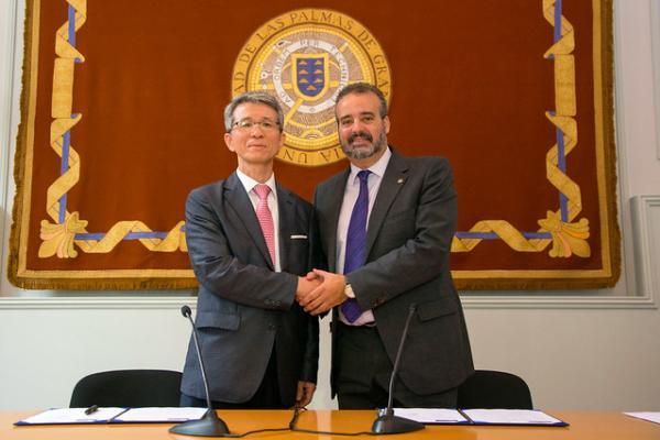 Imagen tras la firma del convenio
