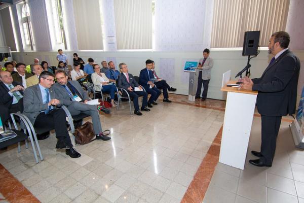 Imagen de la inauguración a cargo del Rector Rafael Robaina