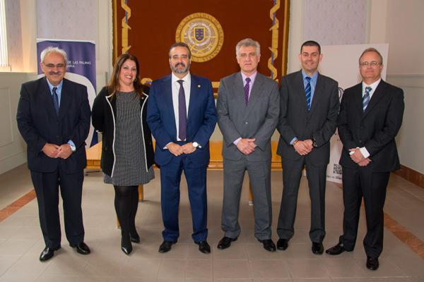 Foto de familia de los nuevos cargos del IUMA con el Rector y la Secretaria General