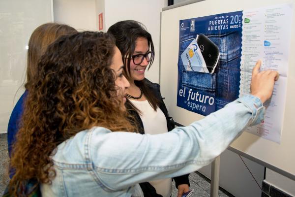 Foto de estudiantes en Jornada de Puertas Abiertas